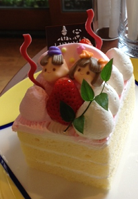I didn't plan on celebrating Hina Matsuri, but that was a delicious shortcake.